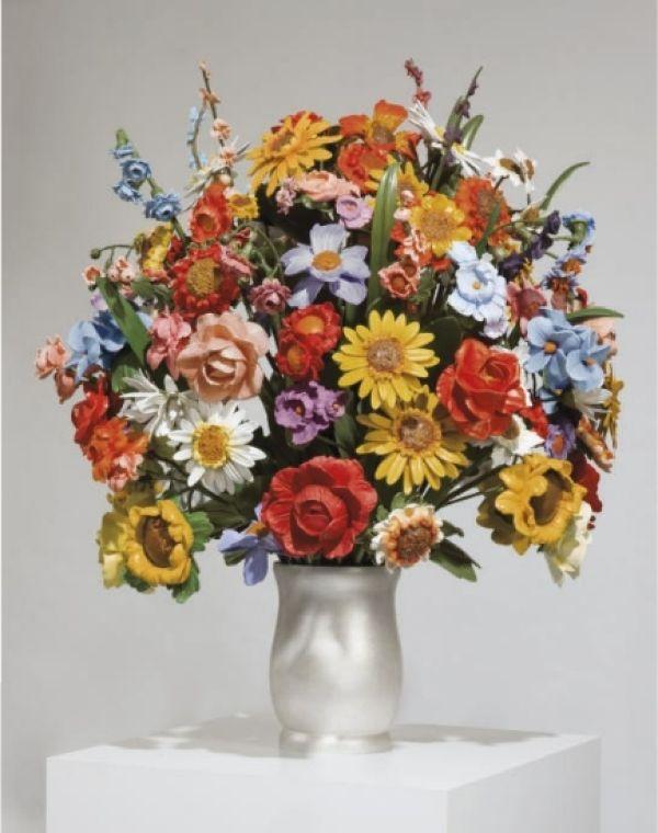 Большая ваза с цветами