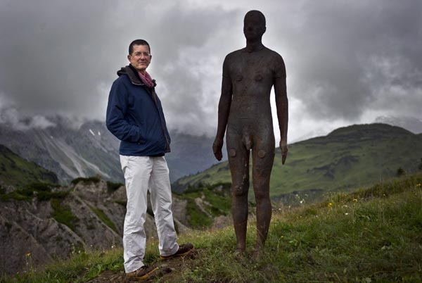 Exhibition Stand Evaluation : Antony gormley on the background of one sculptures