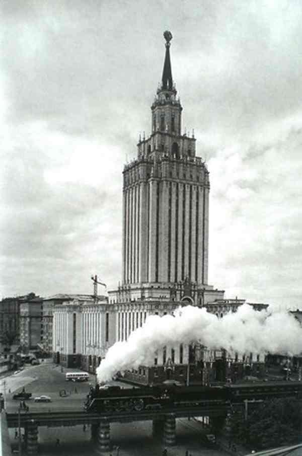 НАУМ ГРАНОВСКИЙ Гостиница «Ленинградская». Паровоз. 1960-е