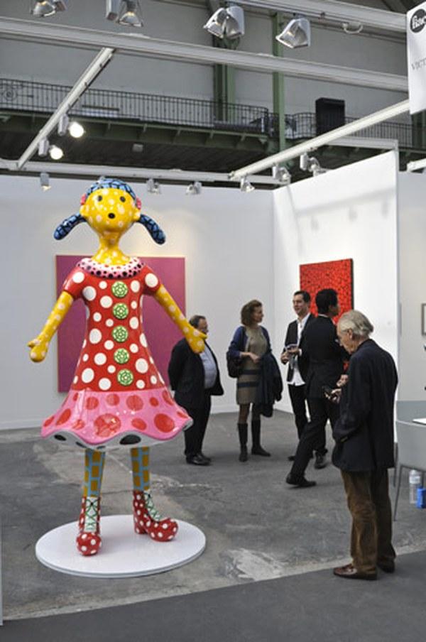 Работа Яеи Кусамы на стенде Victoria Miro
