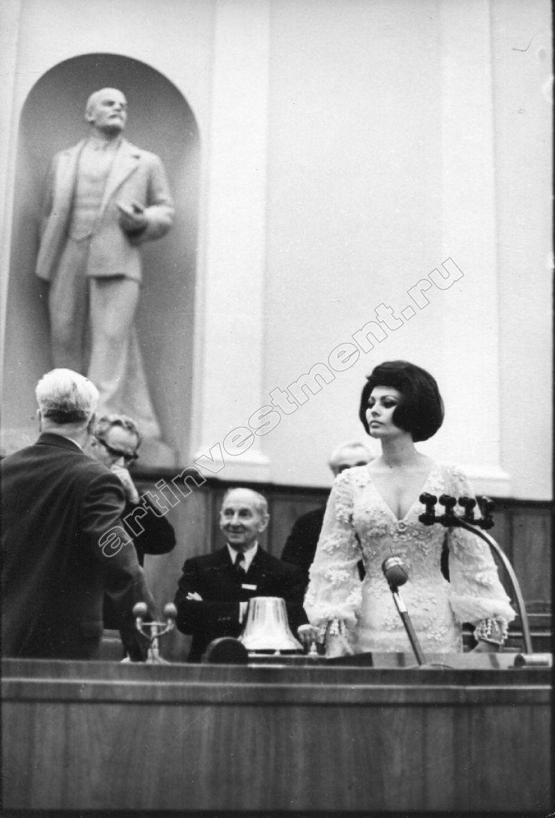 Софи Лорен в зале заседания Верховного Совета СССР, 1965 год.