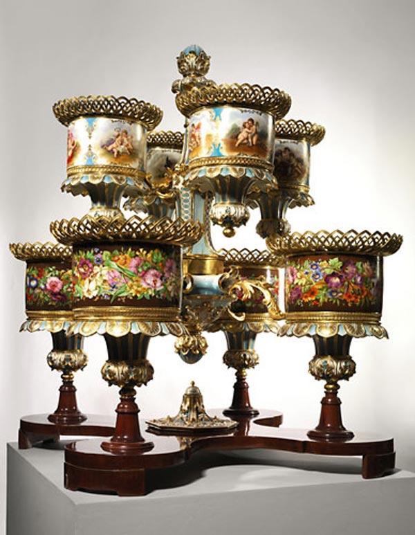Монументальное фарфоровое настольное украшение с основой из позолоченной бронзы