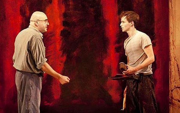 Альфред Молина (Марк Ротко) и Эдди Редмэйн (Кен) в спектакле «Красный»