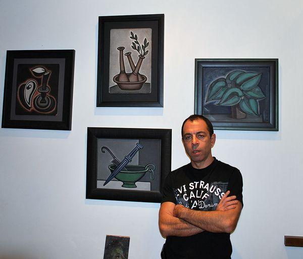 Na background collection of works by Dmitry Krasnopevtseva
