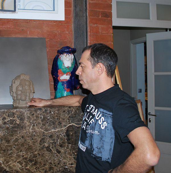 Со скульптурой Александра Нея