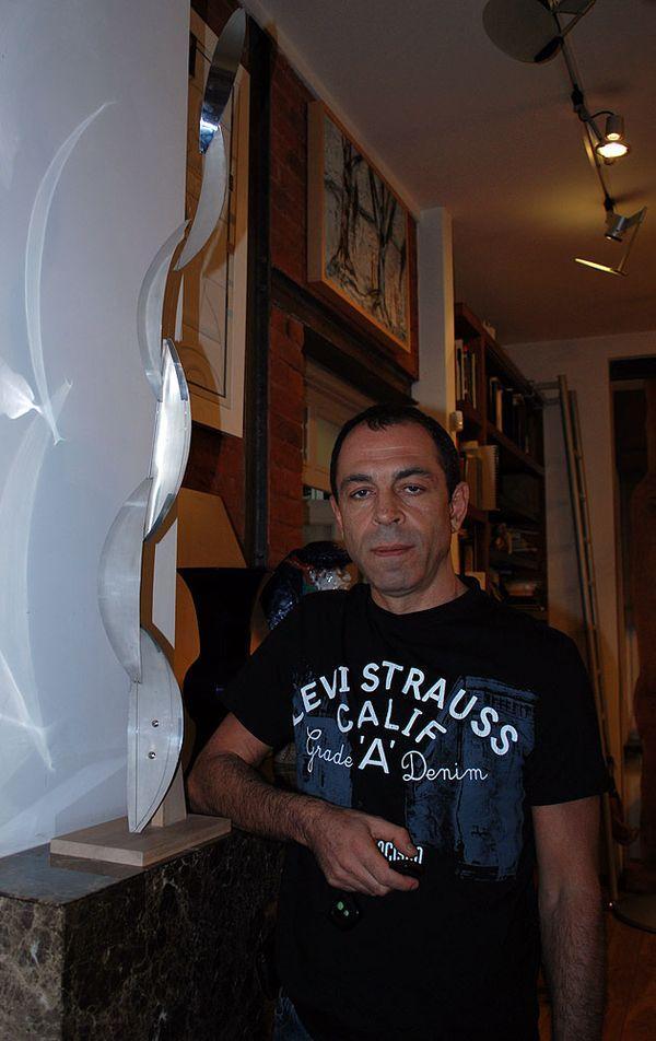 С версией знаменитой «Стоящей нити» (1976–2000) Вячеслава Колейчука