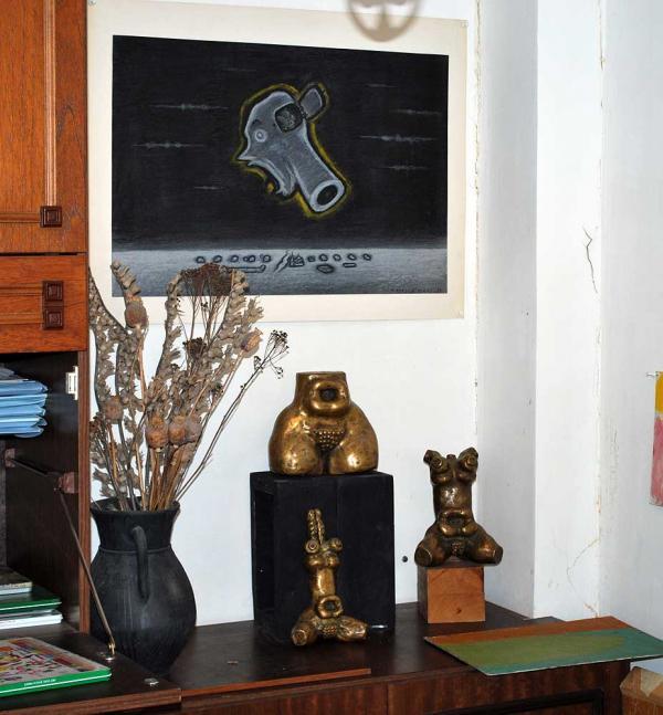 Скульптуры, в том числе первый «Торс». «Отливщика мне давал Эрнст Неизвестный. Они дико тяжелые — видно такая технология была»