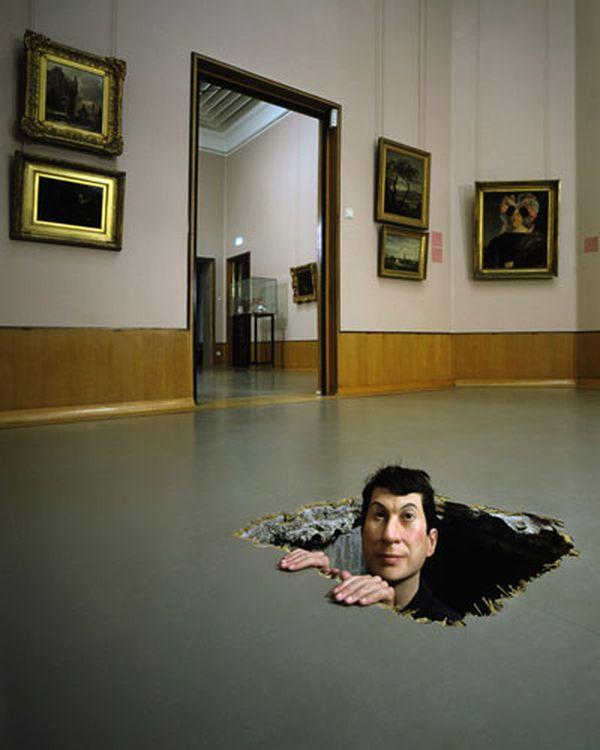 МАУРИЦИО КАТТЕЛАН Без названия. 2001