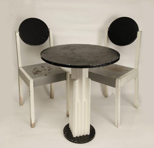 Супрематический столик и два стула. По чертежам Николая Суетина
