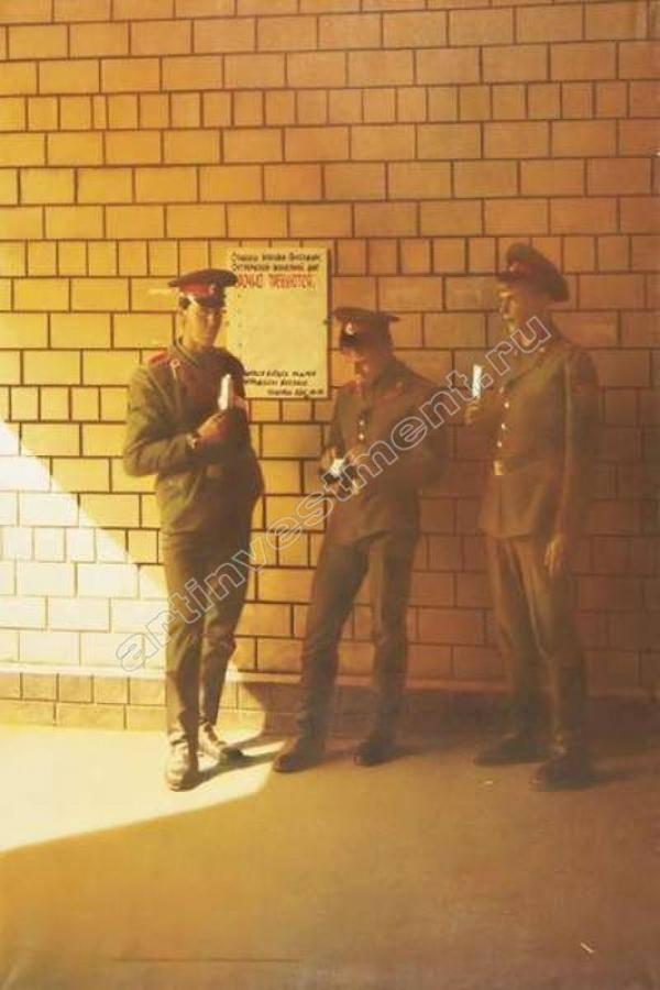СЕМЁН ФАЙБИСОВИЧ (р. 1949). Солдаты. Из серии «Вокзалы». 1989
