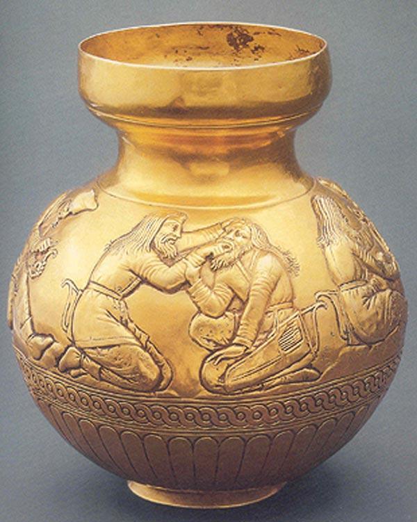 Кубок шаровидный с рельефными изображениями сцен из скифской жизни
