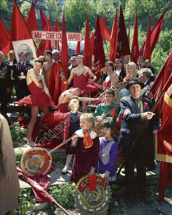 АРСЕН САВАДОВ Из серии «Коллективное красное». 1999