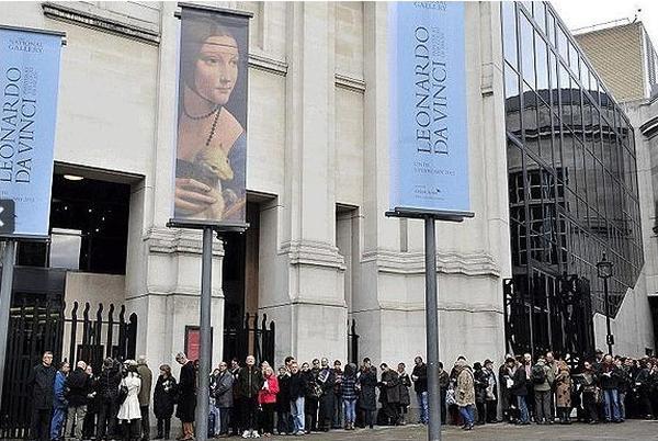 Очередь на выставку Леонардо да Винчи у Национальной галереи, Лондон
