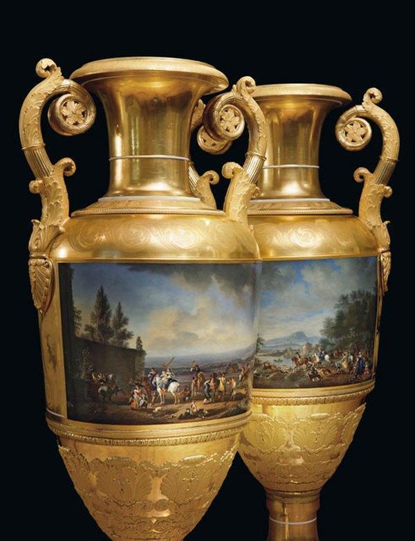 Пара фарфоровых ваз с ручками