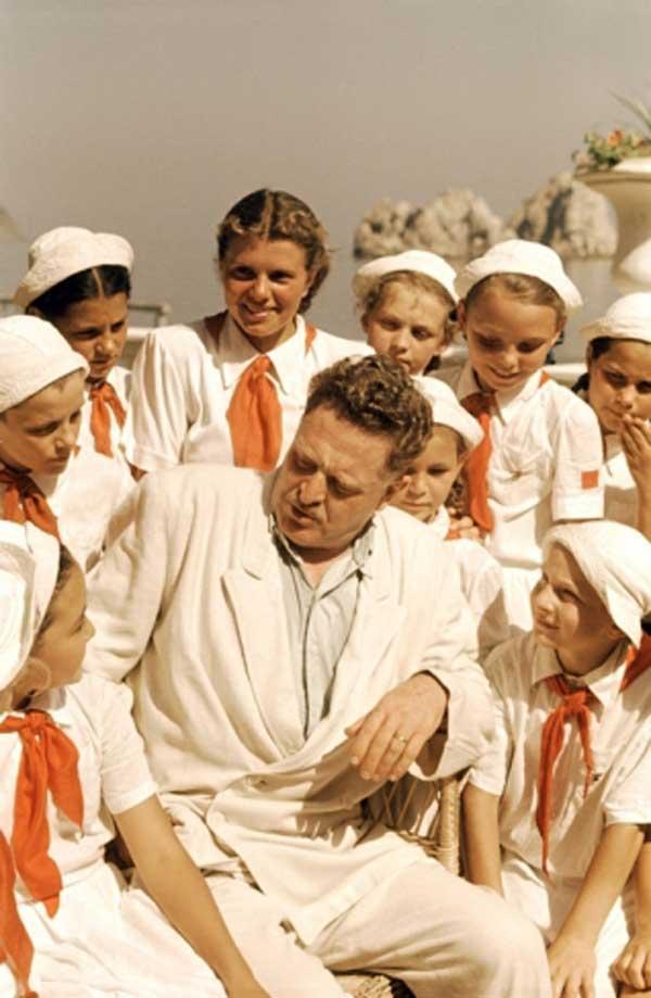 ВЛАДИСЛАВ МИКОША Назым Хикмет в Артеке. 1952