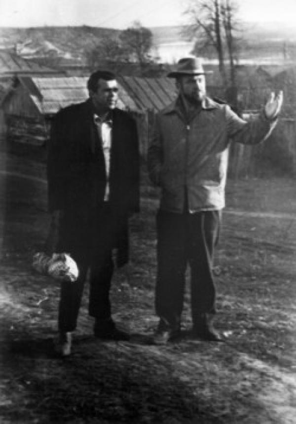 Валентин Воробьев с Анатолием Зверевым в Таруссе. 1967