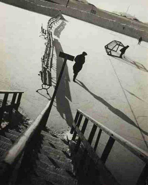 АЛЕКСАНДР РОДЧЕНКО Парк «Сокольники», зима, хоккей. 1929