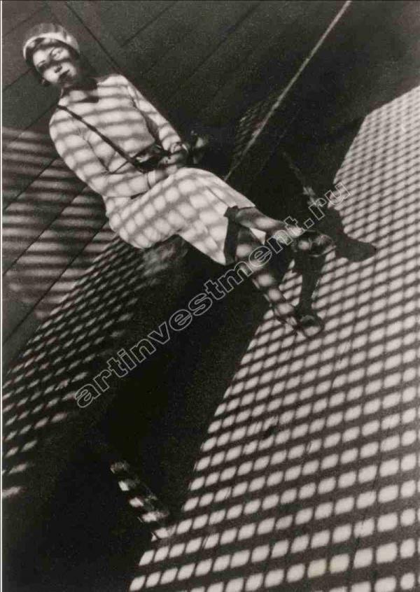 АЛЕКСАНДР РОДЧЕНКО Девушка с «Лейкой». 1934