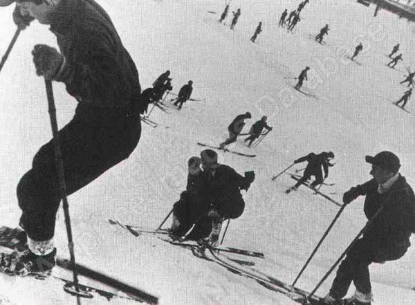 ЕЛЕАЗАР ЛАНГМАН Лыжники. Около 1930