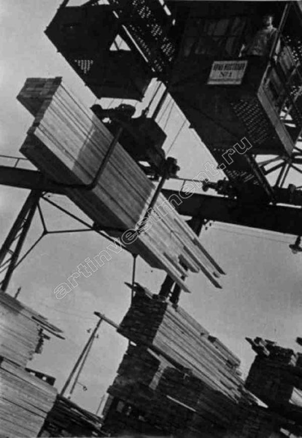 БОРИС КУДОЯРОВ Разгрузка пиломатериалов, порт Ленинграда. 1932
