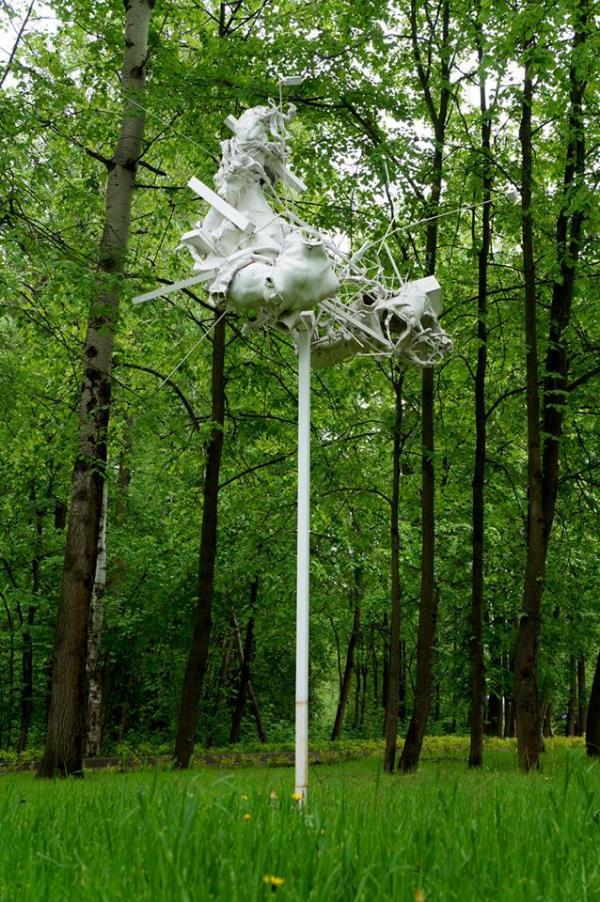 Дмитрий и Елена КАВАРГА Обитаемая скульптура для птиц. Ранее была установлена в парке «Сколково»