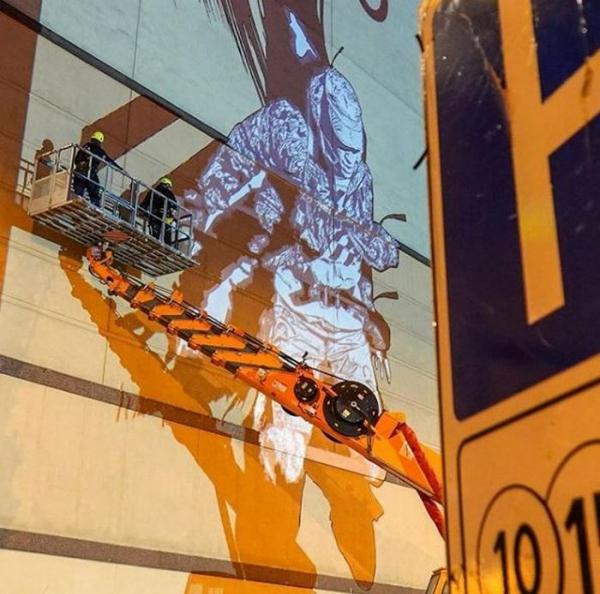 «АТРИУМ» на площади Курского вокзала расписали граффити