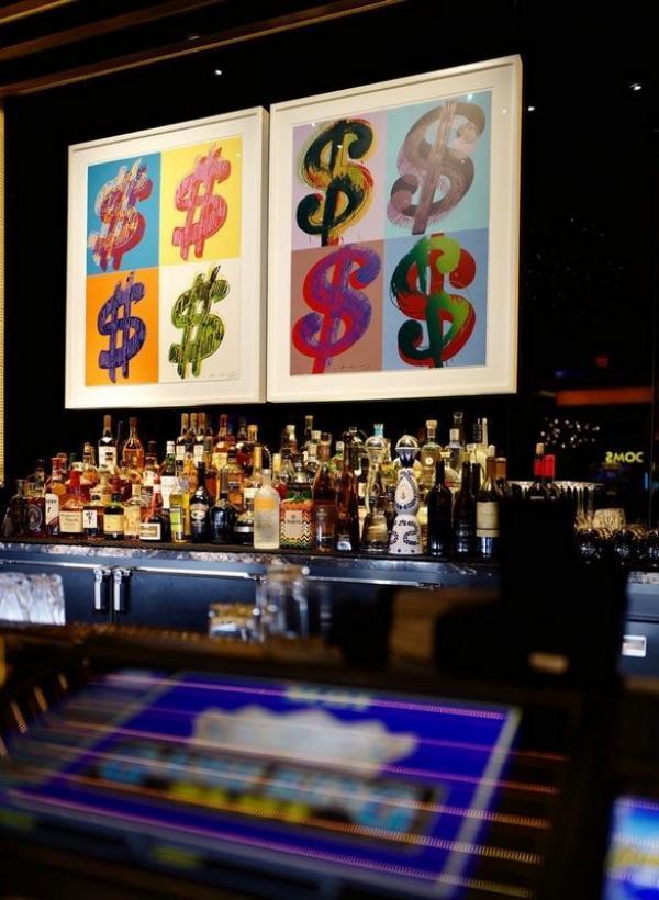 Акулой Херста оформили казино в Вегасе