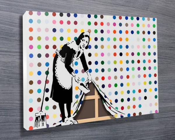Banksy сделал серию критических граффити во Франции. Одна работа уже уничтожена