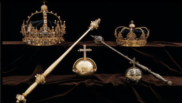 Из шведского собора среди бела дня украли две золотые королевские короны и державу