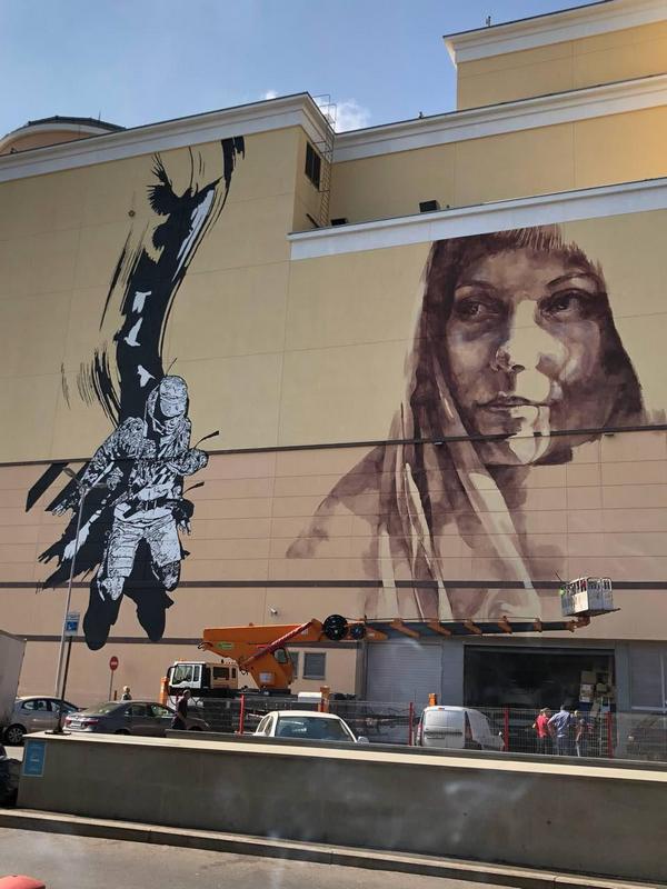 Новое граффити c женщиной на «Атриуме» - работа художницы FAITH47
