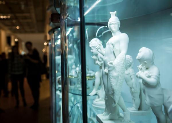 В субботу открывается для публики 44-й Антикварный Салон. В последний раз на Крымском Валу