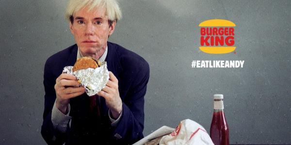Энди Уорхол съел гамбургер в рекламе на главном футбольном матче США