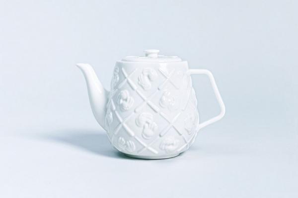 Чипизация от KAWS: художник начал с чайников
